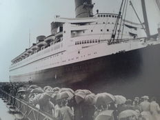 10 vintage press photos of the Queen Mary