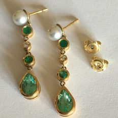 Dangle earrings with pearls, emeralds and diamonds in 18 kt gold with hallmark (750/1000), 10.30 g
