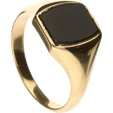 14 kt yellow gold signet ring set with onyx - size 20.75 mm