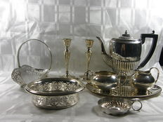 Lot silver plated with i.a. tea pot, candle stands and divers, England, Netherlands, Germany mid 20th century