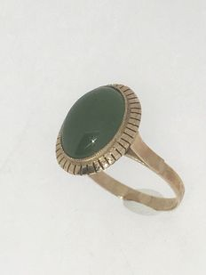 14 kt Rose gold ring with Jade – ring size 19 – no reserve price