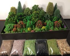 Noch/Busch H0 - Trees 80 pieces, 80 grams of Iceland moss and 6 bags of litter.