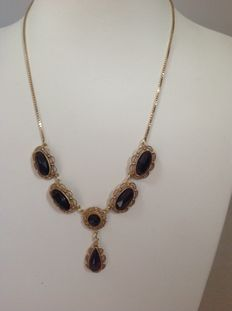 Yellow gold 14 kt necklace with 6 garnets - 45 cm, from the sixties