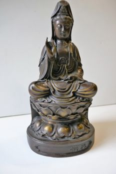 Bronze Guan Yin on a lotus throne - China - second half 20th century.