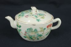 A famille-rose peach lid floral design teapot with sealed  - China - mid 19th century