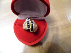 Magnificent 18 kt Gold Ring with 1.97 ct of Sapphires and 0.59 ct of Diamonds.