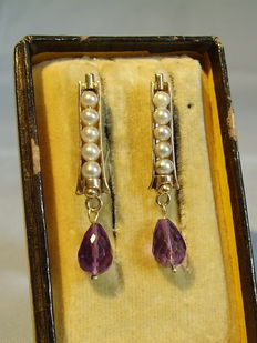 Golden earrings with natural grey Akoya beads and faceted amethyst