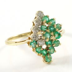 Estate 10kt Yellow Gold  Ring Set With Diamonds and Emeralds