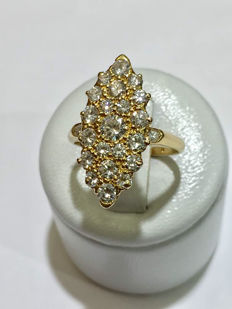 Marquise ring in gold and 1.30 ct Top Wesselton diamonds