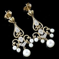 Estate 10kt  Yellow Gold Earrings Set  With Diamonds and Fresh Water Pearls