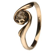Yellow gold ring set with a rose cut diamond of 0.15 ct.