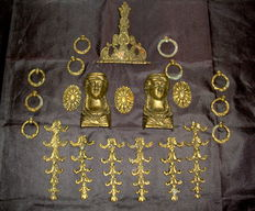 A Lot of 22 Solid Brass furniture mounts, including Two Women Heads - France - ca. 1900