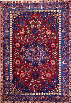 Persian rug. Beautiful Isfahan- Najafabad 293 x 204 cm.