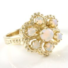Estate 10kt Yellow Gold  Ring Set With Opals