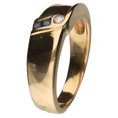 Yellow gold ring set with 2 sapphires and a 0.03 ct brilliant cut diamond