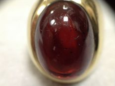 18k gold ring men and polished Bohemian garnet caboson