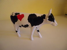 Cow Parade - ceramic - Cow Sweetheart - artist Marco Wagner