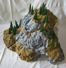 Scenery H0 – Mountain diorama with tunnel, trees, stream and hunting place, PUR foam landscape with tunnel