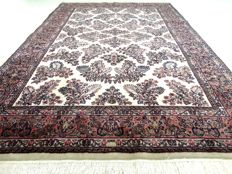 "Sarough – 242 x 168 cm – ""Eye-catcher – Light Oriental rug in mint condition"""