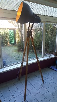 Luxurious artisan-made factory lamp on tripod - 225 cm - 1980