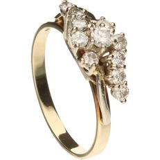 Yellow gold ring set with 11 brilliant cut diamonds, approx. 0.39 ct in total.
