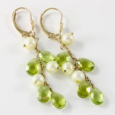 Estate 14kt Yellow Gold  Earrings  with  Fresh Water Pearls and Peridot