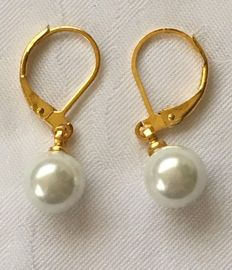 Yellow gold earrings with salt water pearls from the South Sea