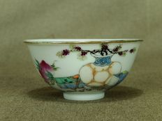 Exclusive porcelain bowl, marked - China - approx. 1920 (Republic period)