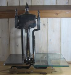 Heavy art deco scale, first half 20th century,