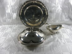 Lot with silver plated table silver with cover tray, serving tray and sauce bowl, i.a. Zilfa, Netherlands, ca 1940