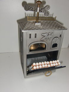 Unique cigarette box with music and chime, never been seen.