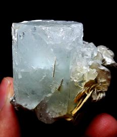 Very well etched aquamarine with muscovite crystal - 54 x 46 x 46mm - 128 gm