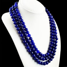 Necklace with 3 threads of sapphire on adjustable silk cord