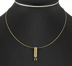 Choker with pendant made of yellow gold with cubic zirconias and an amethyst.