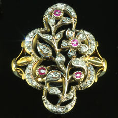 French Antique Victorian flower shaped ring with rose cut diamonds, 1860