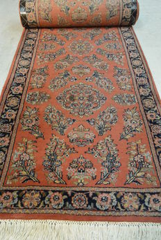 Magnificent oriental carpet runner, Indo Sarouk, 325 x 84 cm End of the 20th century