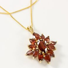 Estate 10kt Yellow Gold Necklace Set With Garnet