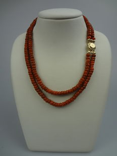 Two-strand red coral necklace with gold clasp – Antique, circa 1880