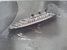 10 vintage press photographs of the building of the Queen Mary and her maiden voyage