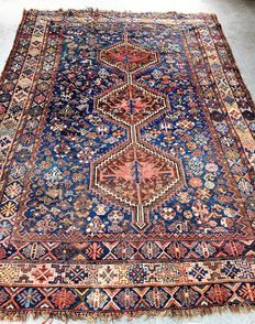 Persian rug, knotted in Shiraz, Iran. 300 x 210 cm, 1950s
