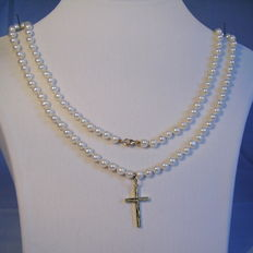 Genuine, white cultivated pearl necklace with 14kt gold cross