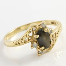 Estate 10kt Yellow Gold  Ring Set With Diamonds and Cat Eye