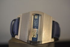 Dugena Digital Jump Hour - vintage men's watch from the 1970,s in good condition.