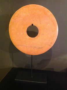 """Pagodite disc """"Bi"""" hanging on a metal stand – China – early 21st century"""