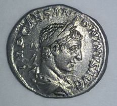 Roman Empire - Silver denarius from Heliogabalus (218-222 AD) - 2.8 g, 19 mm.