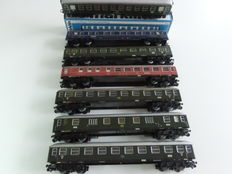 Märklin H0 - 7 passenger/luggage carriages of the DB