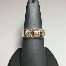 18k yellow gold with diamonds ring, 1.10ct total