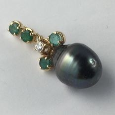 Yellow gold (18 kt) pendant with Tahitian pearl, emeralds, and diamonds - Length: 35 mm