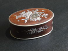 A fine small rosewood box inlaid with mother of pearl - China - 19th century