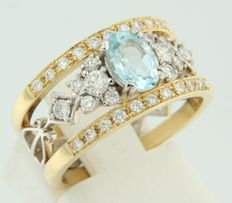 Bi-colour gold ring set with 1 topaz and 34 pieces of brilliant cut diamond, approx. 1.35 ct in total.